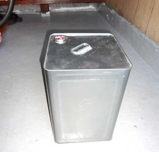 使用済み塗料缶(一斗缶)を圧縮するコスパの良いプレス機